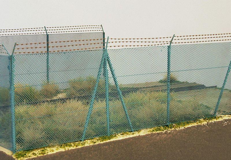 Model Scene MS41140 szögesdrót kerítés (1:120)